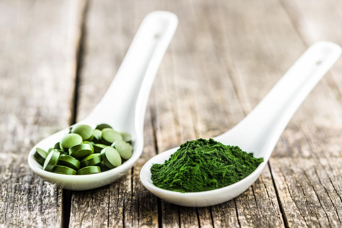alga espirulina y clorella: todos los beneficios y diferencias