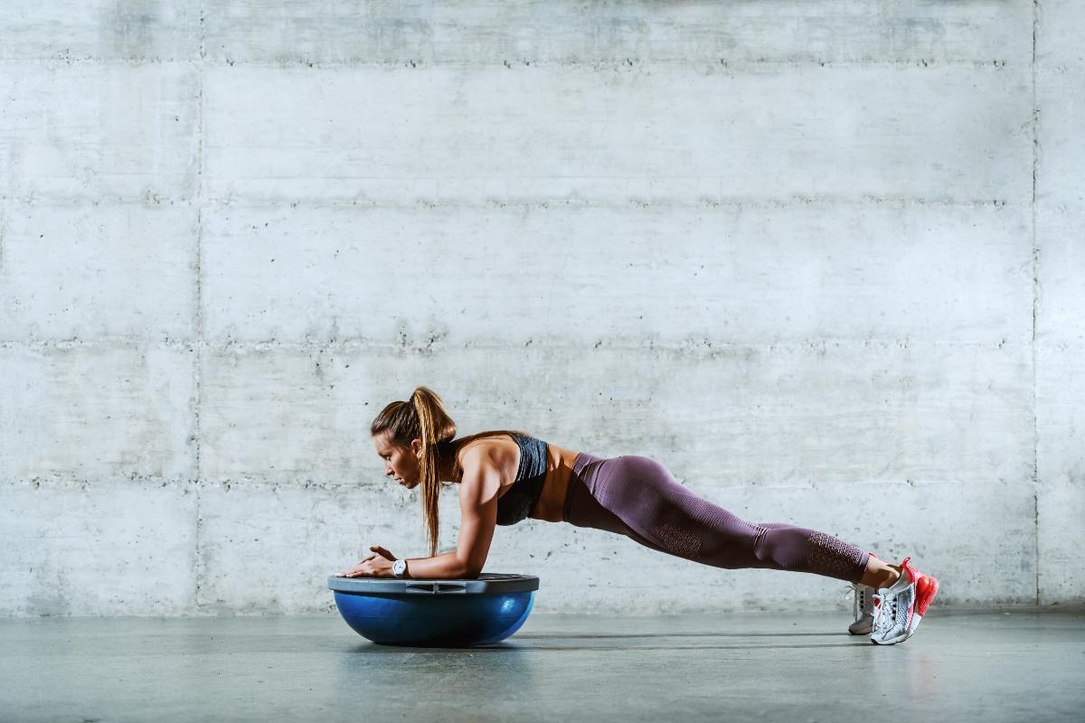 estabilidad del núcleo: qué es, cómo entrenar, programa de entrenamiento para principiantes y entrenados
