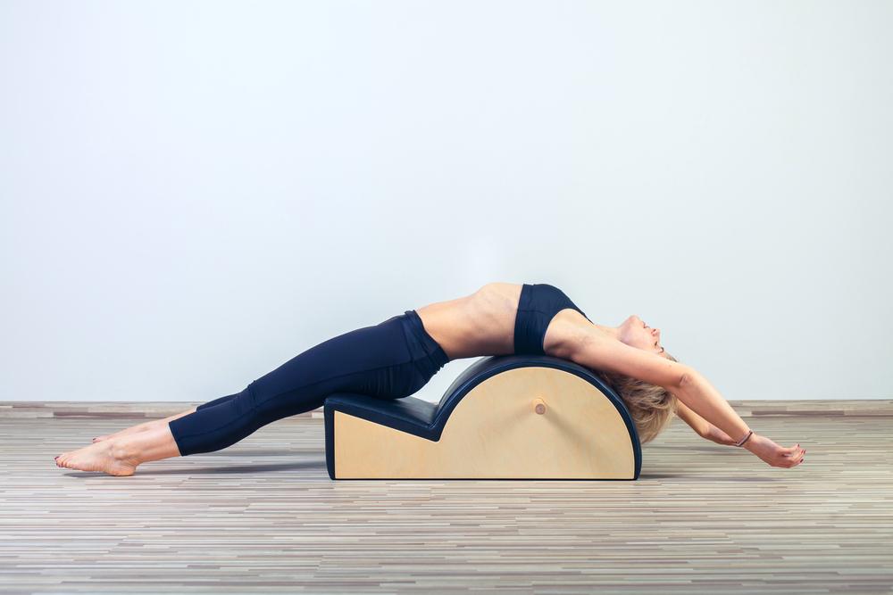 pilates: que es, beneficios, contraindicaciones y ejercicios para hacer en casa