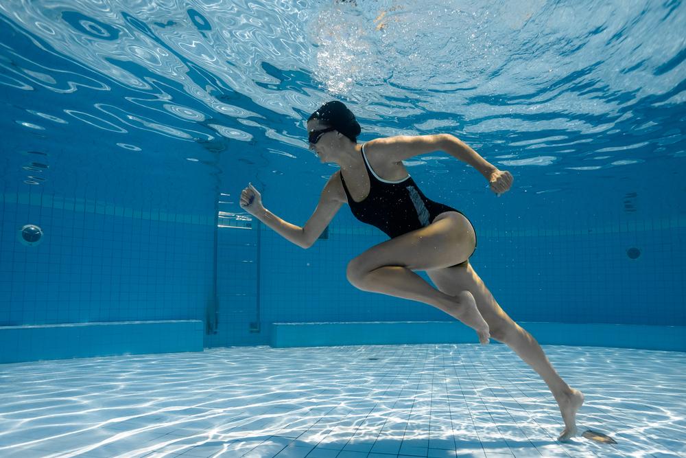 practicar deportes acuáticos para combatir el estrés