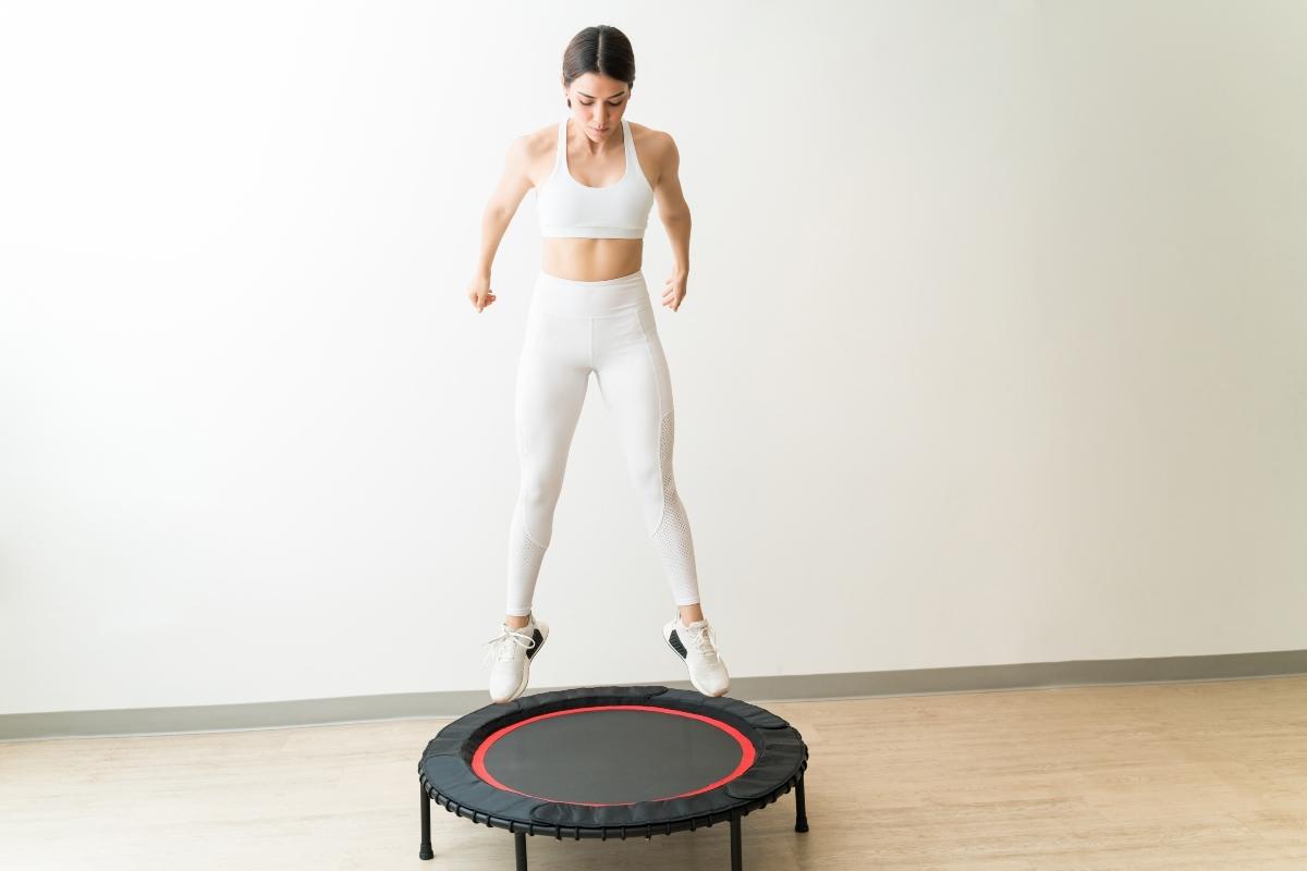 rebote o trampolín: beneficios y entrenamientos para hacer en casa
