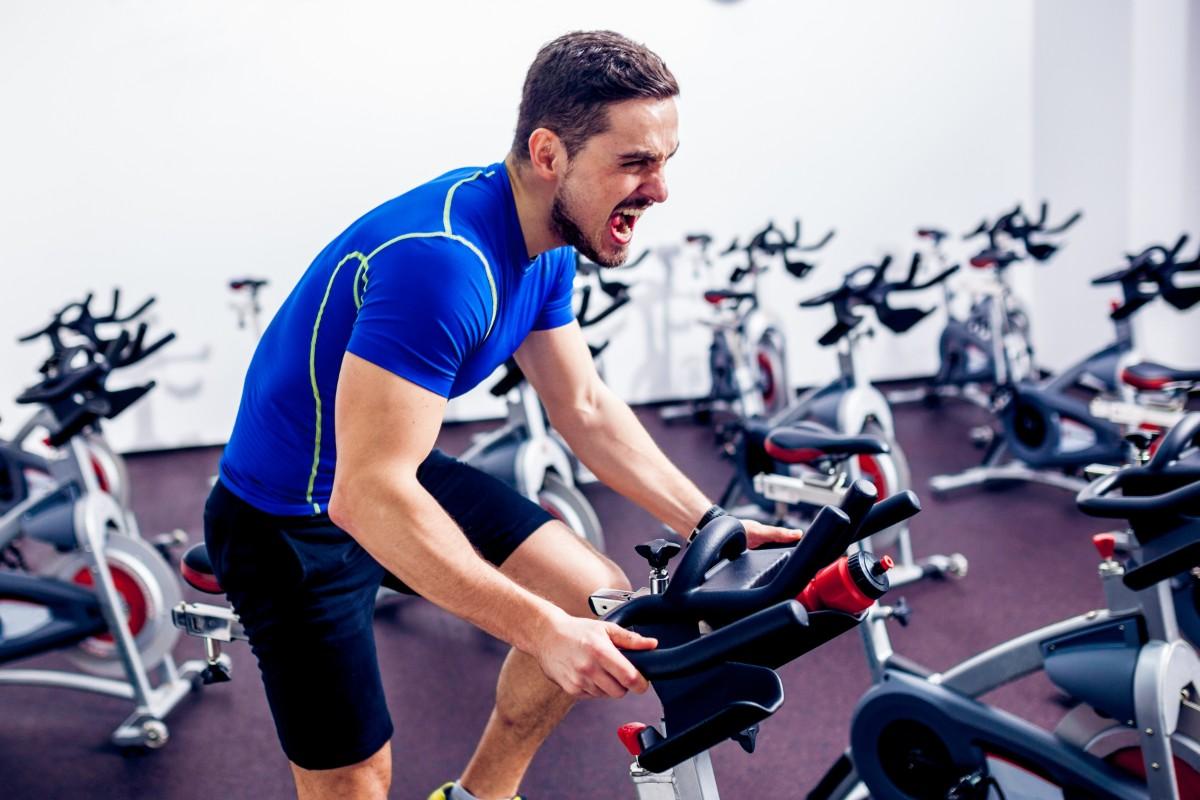 spinning: historia, beneficios, spinbikes y programas de entrenamiento en casa
