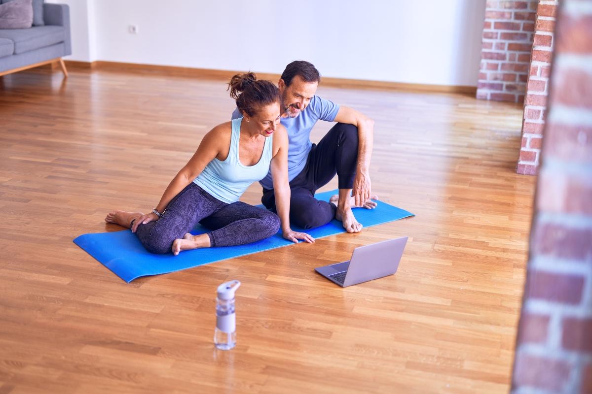 practicar deportes en pareja alivia el estrés